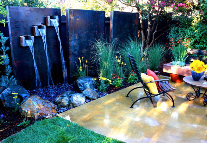 10 ایده کم هزینه و جذاب برای ایجاد آبنما در باغچه و بالکن منزل